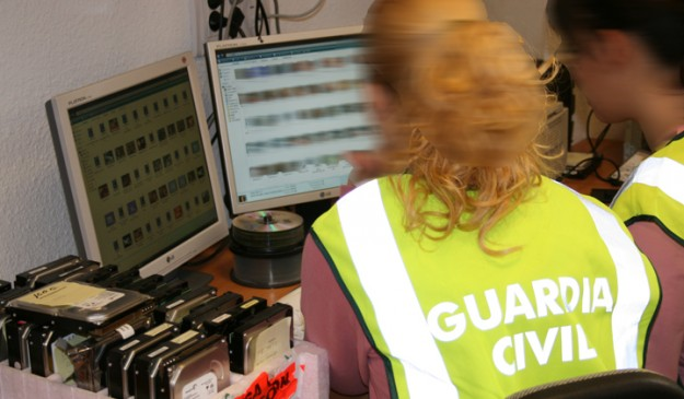 Guardia Civil navega por internet