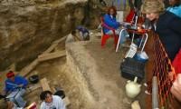 Esperanza Aguirre visita un yacimiento arqueológico en Pinilla del Valle, en 2006