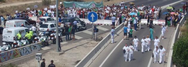 Trabajadores del CSIC cortan la M-607, en Madrid, el pasado jueves 19.