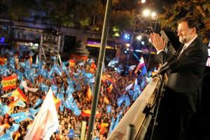Mariano Rajoy, en el balcón de Génova, el día de la victoria electoral del 20 de noviembre.