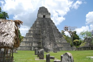 Imagen del Templo I, en la ciudad maya de Tikal.