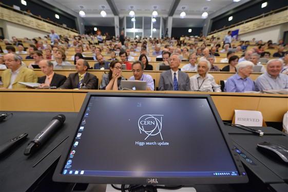 Rueda de prensa del CERN sobre el higgs, ayer en Ginebra.