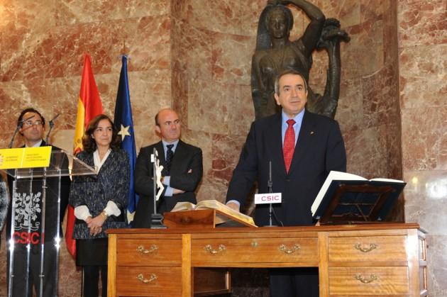 Toma de posesión del presidente del CSIC, Emilio Lora-Tamayo, ante el ministro Guindos y la secretaria de Estado de I+D, Carmen Vela.