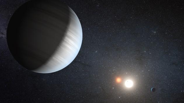 Dos exoplanetas en torno a dos estrellas