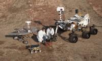'Curiosity', a la derecha, junto a sus antecesores, el pequeño 'Sojourner' y un 'rover'