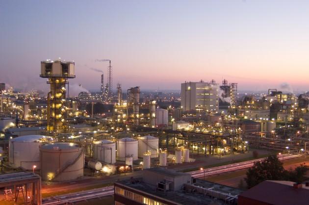 Planta industrial de BASF en Amberes que fabrica precursores del nylon