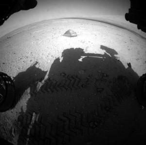 La sombre de 'Curiosity' sobre la roca.