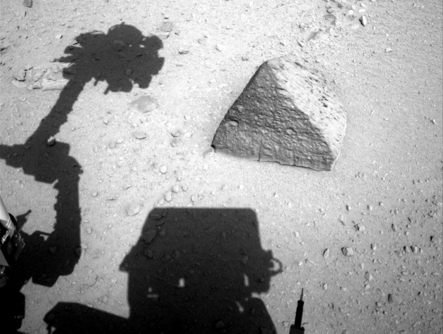 El 'Curiosity' analiza la 'roca Jake'