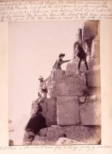 Subida a la pirámide de Keops en 1870