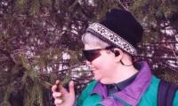 Una mujer invidente con el dispositivo vOICe