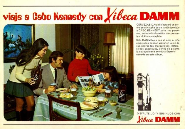 Anuncio de un álbum de cromos de Damm en 1970, con niños bebiendo cerveza