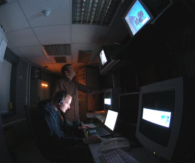 Sala de control de la Estación Óptica de Tierra de la ESA, en Tenerife, que participa en el programa SSA.