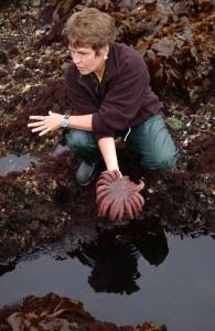 La ecóloga Jane Lubchenco, en pleno trabajo de campo