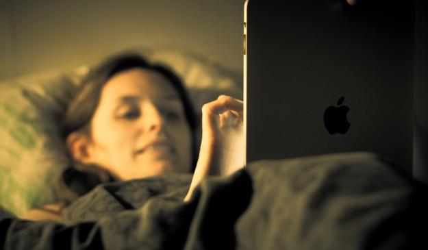 Tablet en la cama