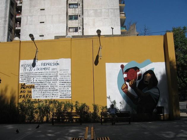 Mural realizado En Buenos Aires en recuerdo al cacerolazo y la crisis de diciembre de 2001 en Argentina.
