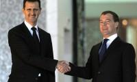 El dictador sirio Bachar El Asad saluda al entonces presidente de Rusia, Dimitri Mevdèved, en mayo de 2010.