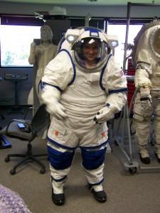 Mujer con traje espacial