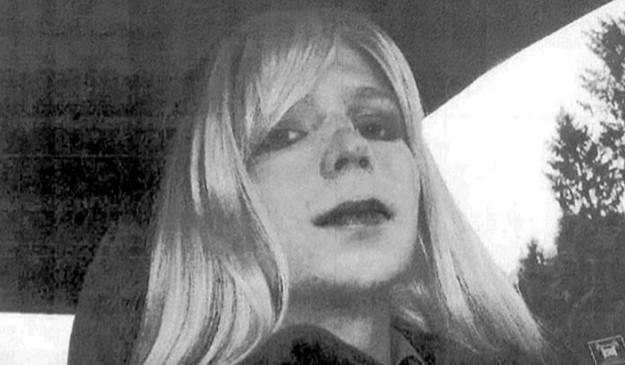 El soldado Chelsea Manning, travestido.