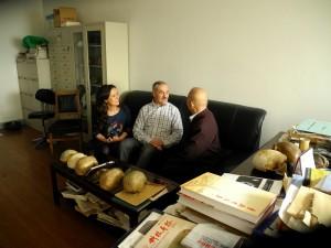 Martinón-Torres y Bermúdez de Castro, con un investigador chino, en Pekín