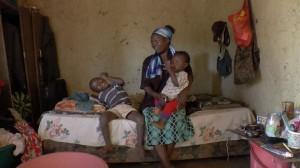 Una madre seropositiva y en tratamiento, con sus dos hijos libres de VIH