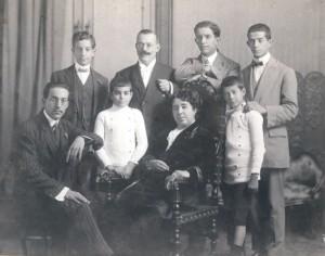 De Buen con su esposa y sus hijos, no bautizados