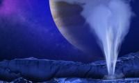 Recreación artística de uno de los géiseres de Europa frente a Júpiter.