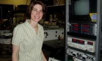 La física Andrea Markelz, en su laboratorio