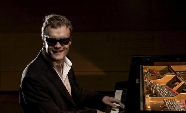 El pianista británico Derek Paravicini