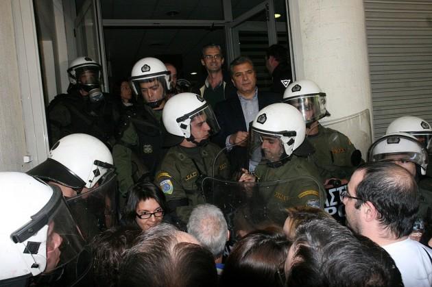 Imagen de un encierro en un hospital griego para protestar contra los recortes en Sanidad.