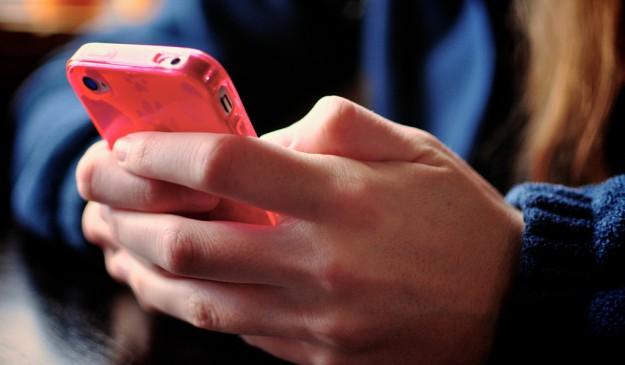 Teclear mensajes durante horas puede provocar dolencias.