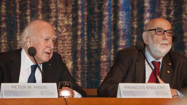 Peter Higgs y François Englert, durante la conferencia de prensa del Premio Nobel de 2013.