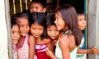 Niños munduruku de la aldea Sawré Muybuy, afectada por la construcción de una presa.