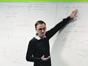 Antonio Acín dirige un equipo de teoría de la comunicación cuántica en el Instituto de Ciencias Fotónicas de Barcelona.