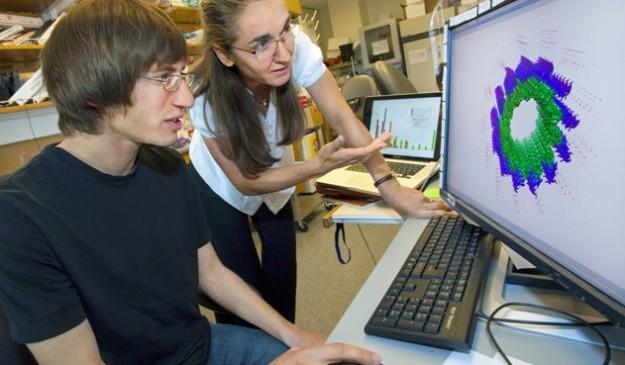 La biofísica Eva Nogales, en su laboratorio