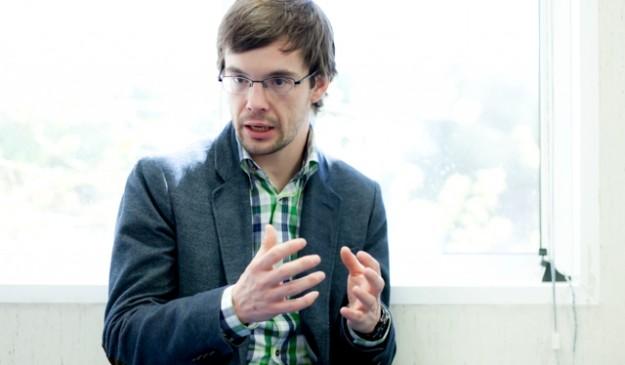 El investigador Manuel Valiente, en un momento de la entrevista