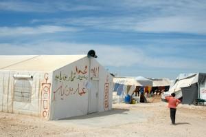 Tienda de campaña convertida en mezquita con un poco de aerosol, en Zaatari