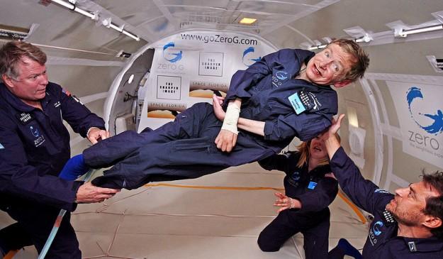 El físico británico, disfrutando de la experiencia de la gravedad cero en 2007.