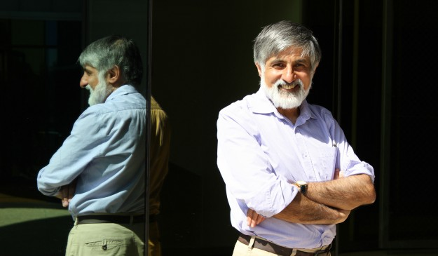 El matemático Philip Maini posa tras la entrevista