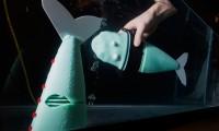 El pez robótico creado por el MIT. A la derecha se puede ver la cola flexible.