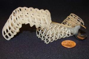 Estas estructuras creadas en impresoras 3D a partir del nuevo material pueden cambiar su estado entre sólido o flexible, según la temperatura a la que se encuentre.