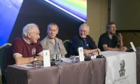 El Nobel de Química Harold Kroto, Walter Cunningham y Charlie Duke, de izquierda a derecha, durante la rueda de prensa.