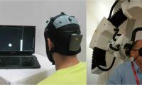 A la izquierda, el emisor con su casco de electrodos. A la derecha, el receptor con el aparato que envía los impulsos a su corteza.
