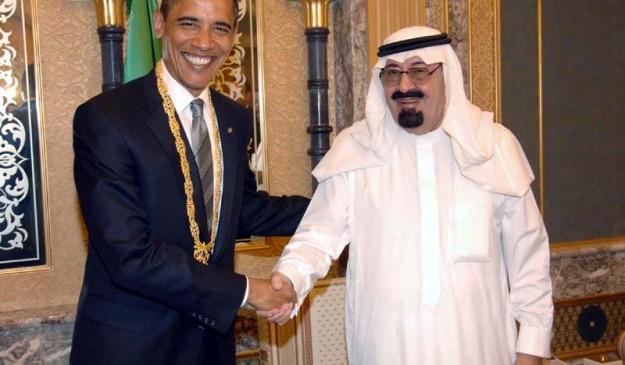 El presidente Barack Obama y el rey de Arabia Saudí, Abdalá bin Abdelaziz, en 2009